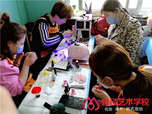 在北京学美甲美睫培训要多少钱
